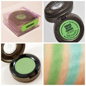 BNIB URBAN DECAY Matte Eyeshadow ~ Chronic Green