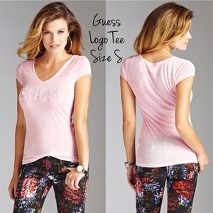 Guess Tops - Guess light pink tee. V neck. Size S.