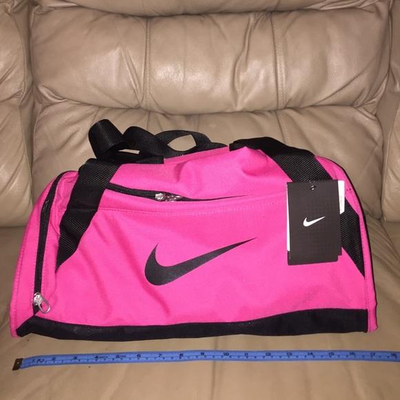 Small pink Nike duffel bag fd21e16d802ef