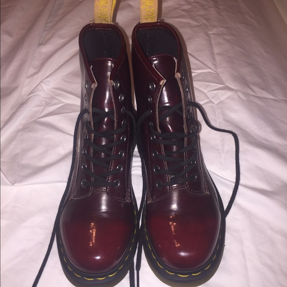 1460 Vegan 8-Eye Boots In Red - Red Dr. Martens 00ac9O