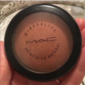 Mac Mineralize Skinfinish in Dark