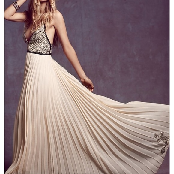 Where to get free prom dresses