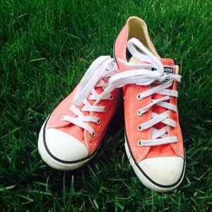 MAKE OFFER 🌴🌴🌴🌴Coral Converse Worn once