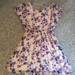 Lush Dresses & Skirts - Cute floral dress !