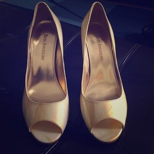 Enzo Angiolini gold open toe pumps