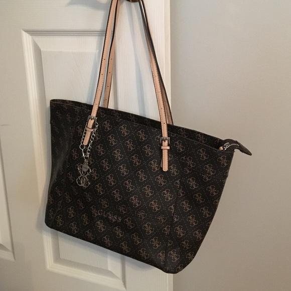 c4b0cb915a69 Guess Handbags - Guess Delaney Logo Medium Classic Tote