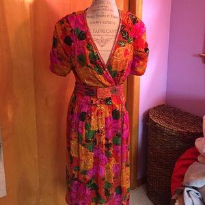 Dresses & Skirts - ❗️Final Price❗️Floral Sequin Dress w/belt 100%Silk