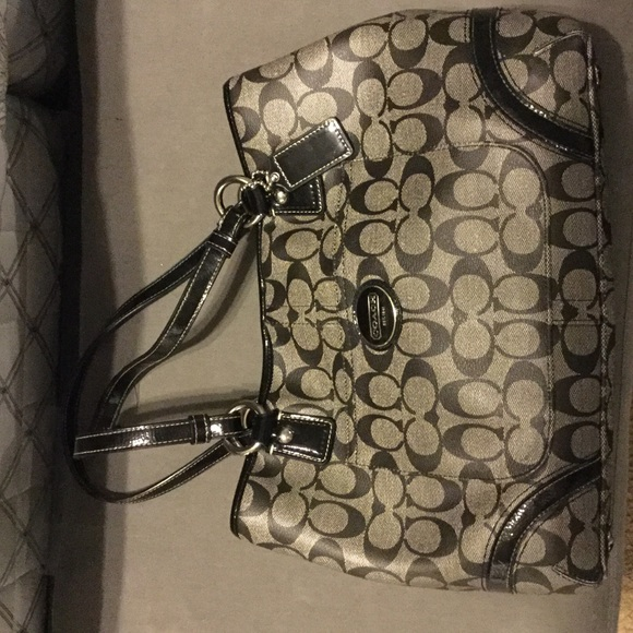 coach bag black and gray 4k0z  Black and gray patent leather coach purse satchel