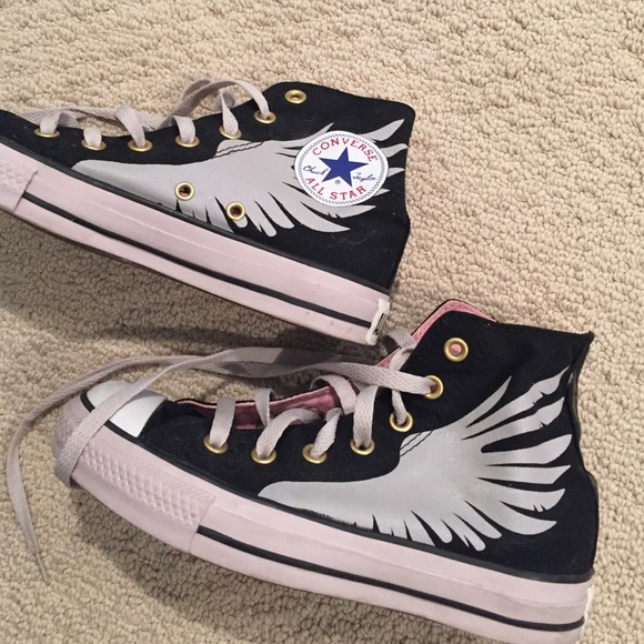 488163acf64 Converse black high tops with wings! *RARE*