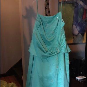 Triangle Dresses & Skirts - Formal Prom Dress