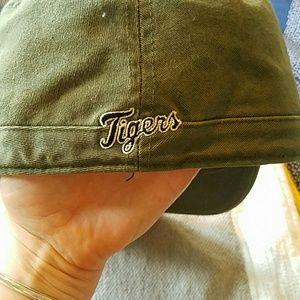 twins enterprise Accessories - Detroit Tigers womens Camo Green Capital sz M