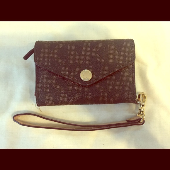 iphone 4 michael kors wristlet