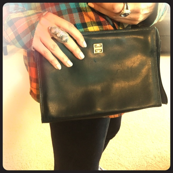 Givenchy Handbags - Auth 70s Givenchy vintage leather clutch purse bag d2d7484889d33