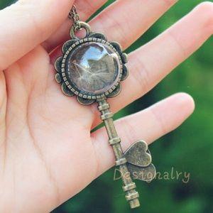Jewelry - Vintage real dandelion seeds key necklace