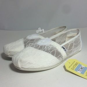 TOMS WHITE LACE SLIP ON FLATS - SZ8.5