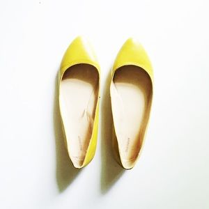 ❗️PRICE DROP❗️Old Navy Yellow Flats Size 7