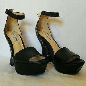 Steve Madden Black Wedges with Gold Studs sz 8.5