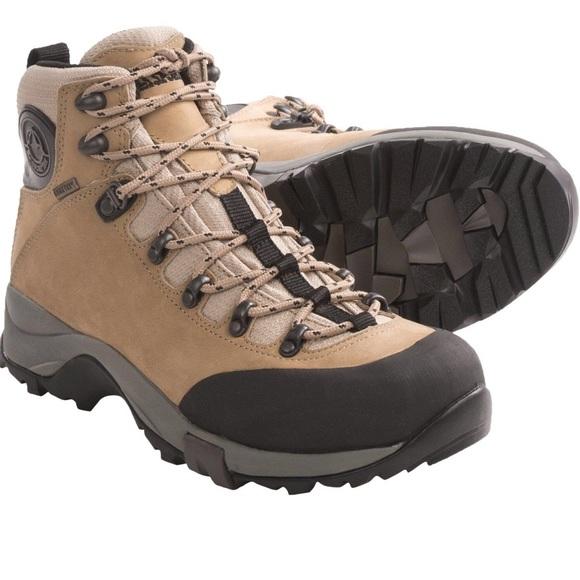 ead71ea8081 FLASH SALE 🇮🇪 Thunder II GTX hiking boots ✨EUC✨
