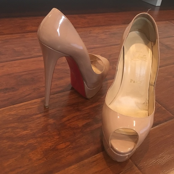 separation shoes 2dad8 1b088 Christian Louboutin Lady peep patent leather pumps