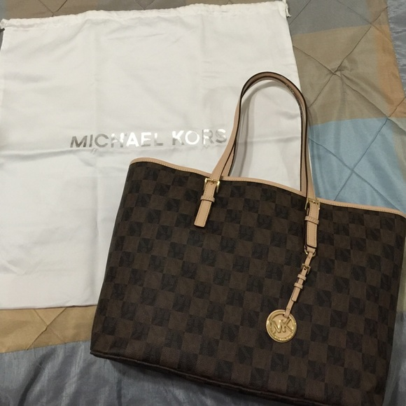 32cee7ef64252 Michael Kors Jet Set Travel Medium Tote in Brown. M 574e597e78b31cda9000b839