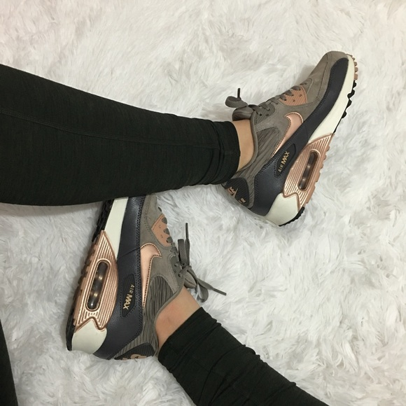 FINALsale ✨Women's Nike Air Max 90 Leather NWT