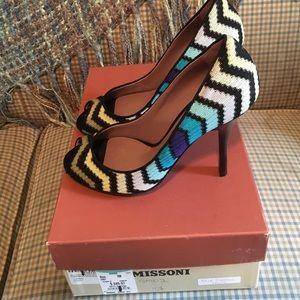 Missoni Shoes - NWT Missoni heels size 7 🎄FLASH SALE🎅🏼 TODAY