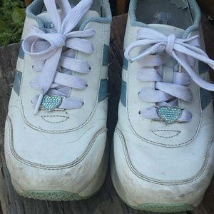 5a017fa49d9 Skechers Shoes - Vintage 90s Skechers Worn Cute Platform Sneaker