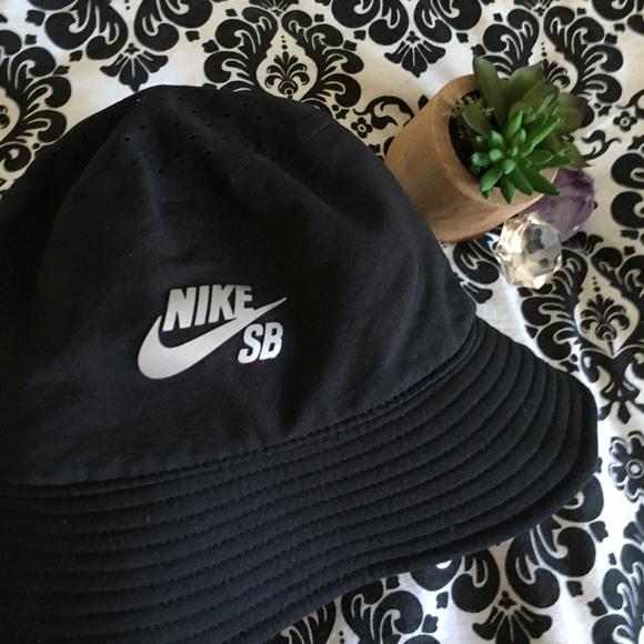 9828074cb6dda Nike SB Dri-Fit Bucket Hat. M 574f2537c6c79524ce0071a0