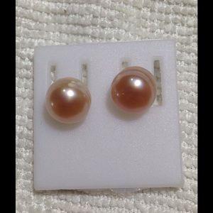 Jewelry - Pink pearl stud earrings