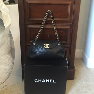 Beautiful Chanel bag 100% authentic!