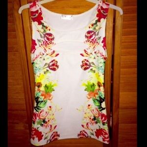 Tops - ♥️🌹Floral High Neck Cleavage Tank Top🌹♥️