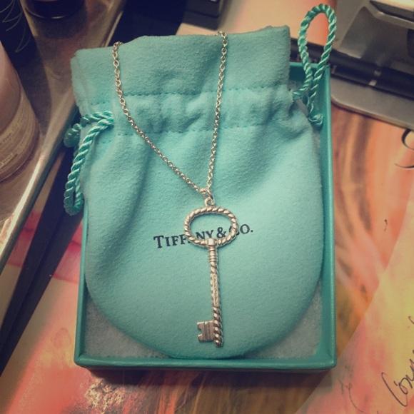 2f8486f4b Tiffany & Co Silver Twist Oval Key Necklace. M_574fb780981829d04302e08a