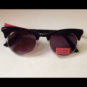 Betsey Johnson Accessories - Betsey Johnson Sunglasses 100% UV Protection