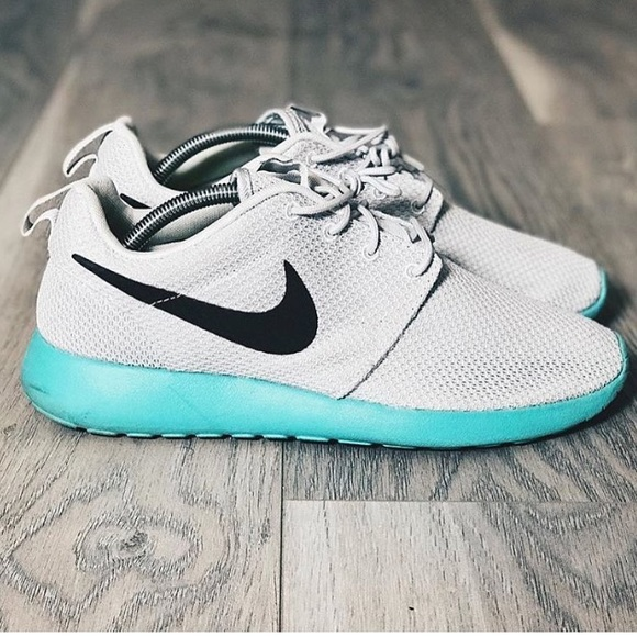 b48be222574a ... 9.5 ROSHES NIKES. M 59cf926c4e95a399af048589