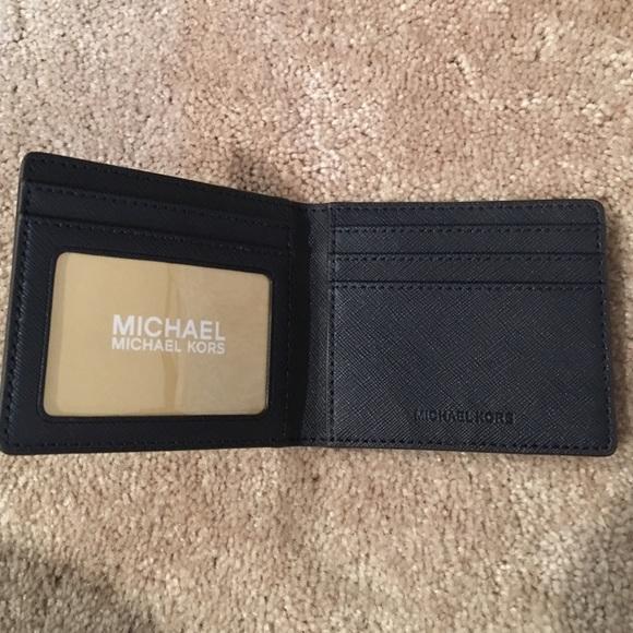b4f9ac0de35034 Michael Kors unisex small wallet men/women. M_57504e9a2ba50af69e0389ac