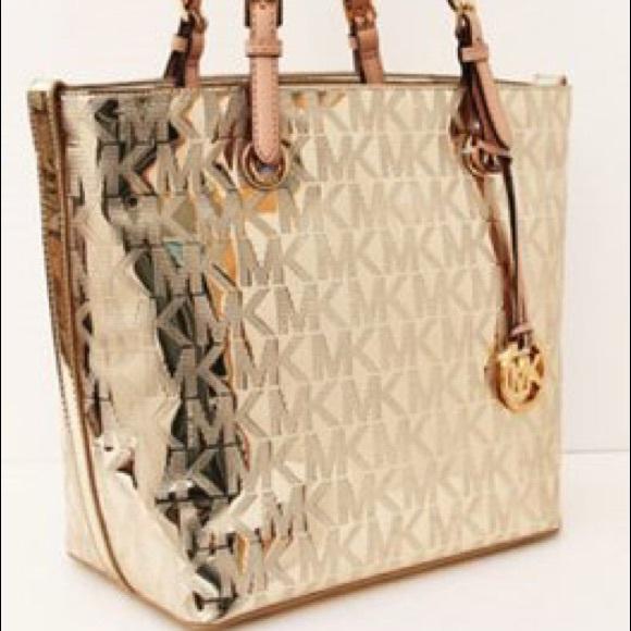 Iu0027m selling a used metallic gold MK purse.