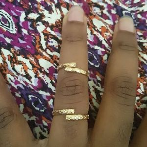 Jewelry - 10 Gold engraved stackable rings