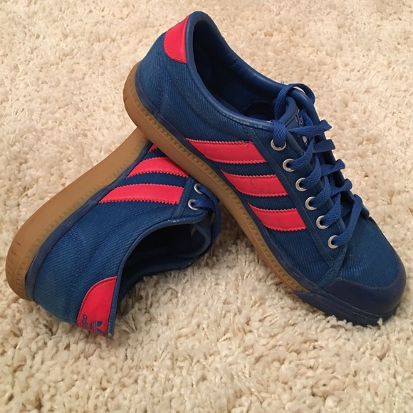 Cool vintage women's adidas canvas sneakers 7.5