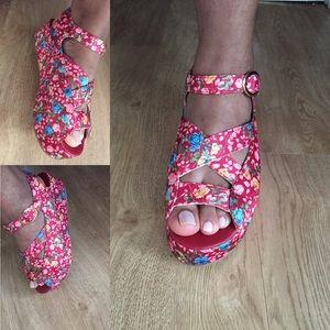 C. Label Shoes - Final price!!! Cute Floral platform sandals