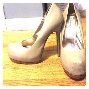 Size 11 Steve Madden platform heels, nude/grey