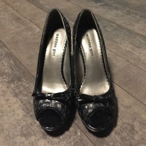 Madden Girl Shoes - Madden girl Lowla black bow peep toe pumps size 9