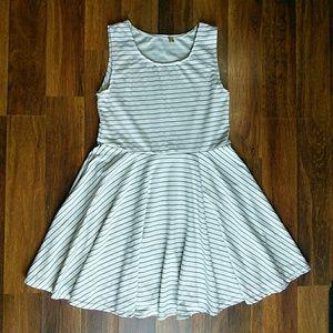 CLEARANCEStriped midi dress