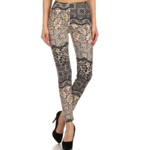 Floral print full length fitted legging.