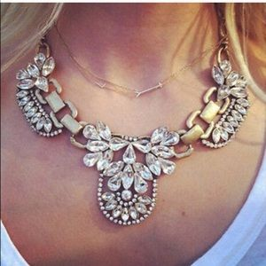 Jewelry - Beautiful rhinestone and gold Necklace