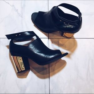 💥HP💥 Seychelles Heeled Booties with Gold Accent