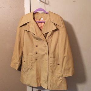 💥PRICE DROP💥. Mustard trench coat