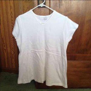 Woman's maternity medium top shirt short sleeve