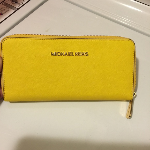 5d0036285749 Michael kors citrus yellow wallet mk accordion. M 57529f606a58306ae8034b61