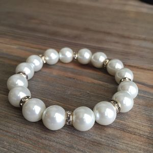 Jewelry - ❌SOLD❌Beautiful pearls swarovski crystals bracelet