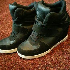 Sneaker with heel